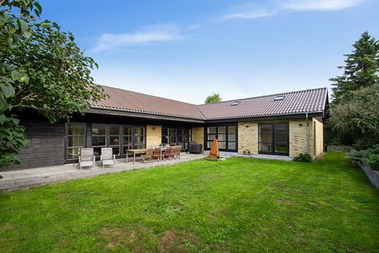 Villa på Solbærvangen i Smørum - Set fra haven