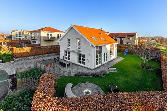 Villa på Myrholmen i Måløv - Set fra haven