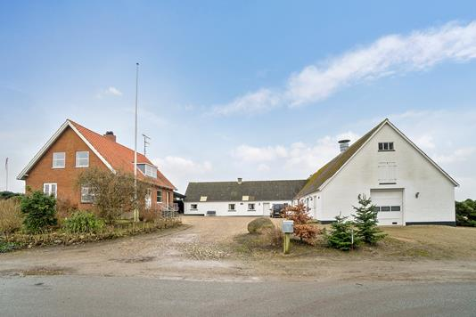 Landejendom på Rodevej i Vig - Set fra vejen