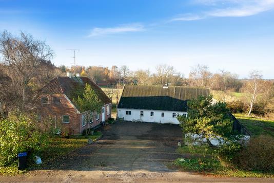 Landejendom på Lindegårdsvej i Nørre Asmindrup - Set fra vejen