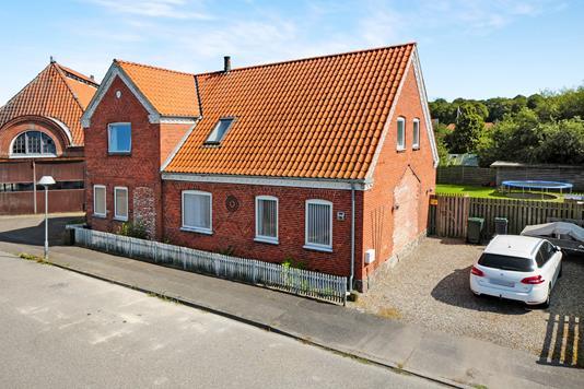 Villa på Stationsvej i Bandholm - Ejendommen