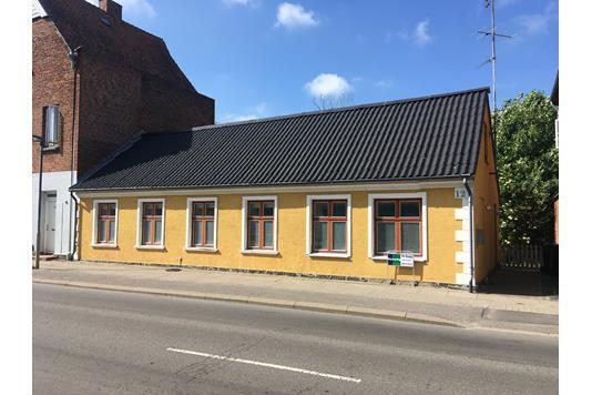 Villa på Vesterbrogade i Maribo - Set fra vejen