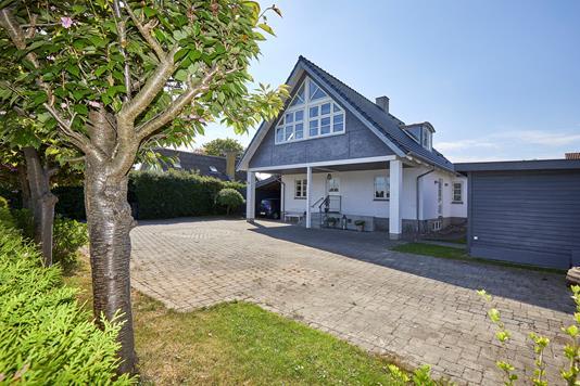 Villa på Hovedgaden i Jægerspris - Ejendommen