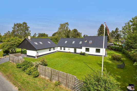 Villa på Dalby Huse Vej i Jægerspris - Ejendommen