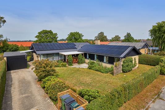 Villa på Fællesvej i Frederikssund - Ejendommen