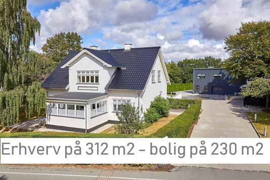Villa på Roskildevej i Frederikssund - Ejendommen