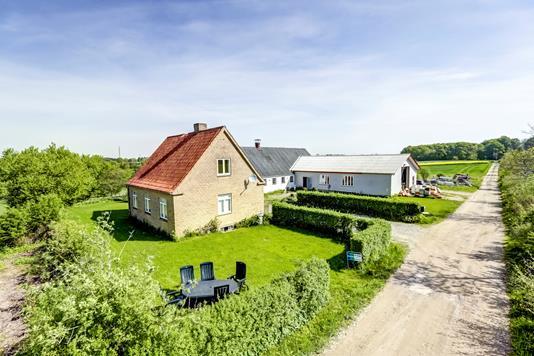 Landejendom på Østerskovvej i Munke Bjergby - Ejendommen