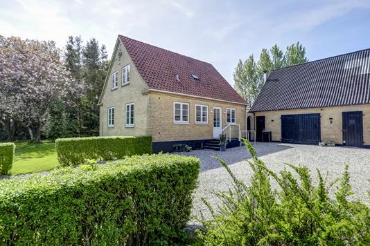 Landejendom på Hallelevvej i Munke Bjergby - Ejendommen