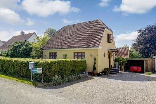 Villa på Risbjergvej i Ruds Vedby - Ejendommen