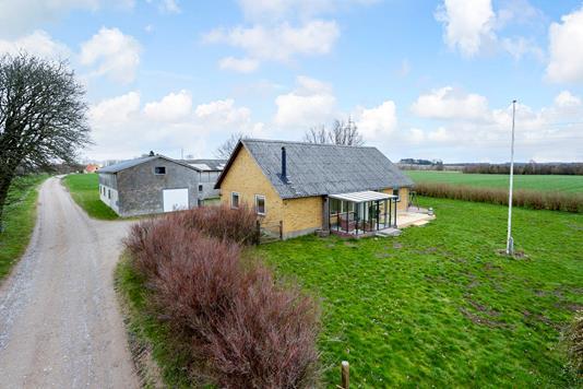 Villa på Tersløsevej i Munke Bjergby - Ejendommen