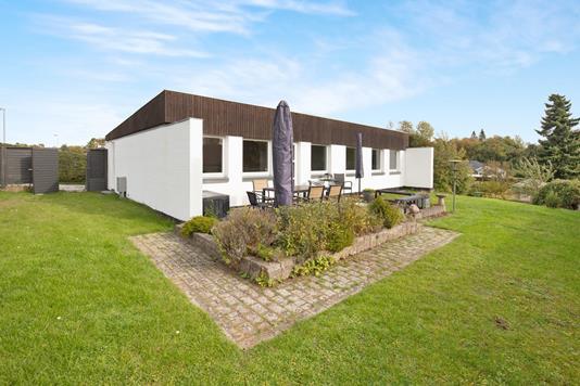 Villa på Råbjerg i Karlslunde - Ejendommen