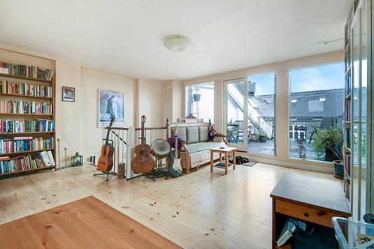 Ejerlejlighed på Dag Hammarskjölds Allé i København Ø - Stue