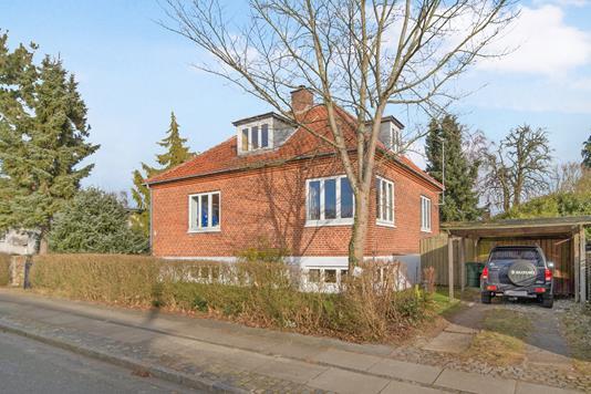 Villa på Godhavnsvej i Hellerup - Ejendommen