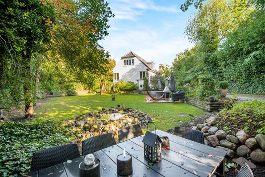 Villa på Hans Jensens Vej i Hellerup - Ejendommen