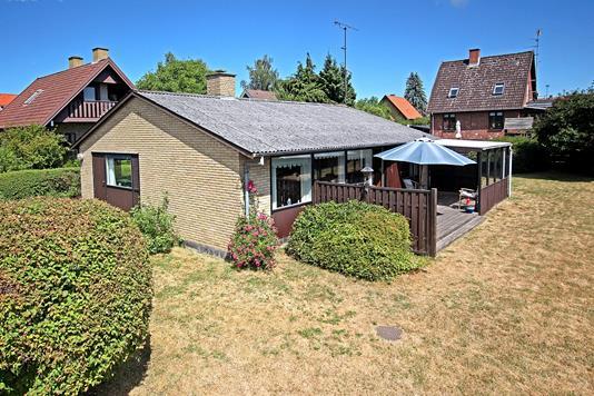 Villa på Tjørnelunds Allé i Valby - Ejendommen