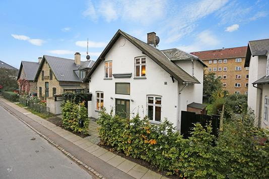 Villa på Valby Kirkevej i Valby - Ejendommen