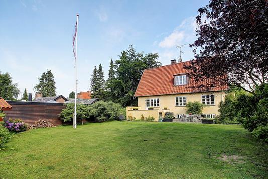Villa på Lykkebovej i Valby - Have