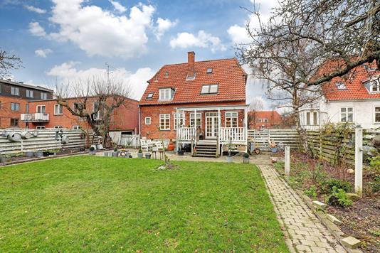 Villa på Langagervej i Valby - Ejendommen
