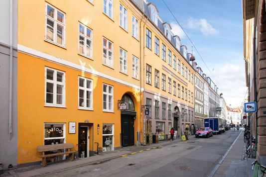 Ejerlejlighed på Kattesundet i København K - Ejendommen