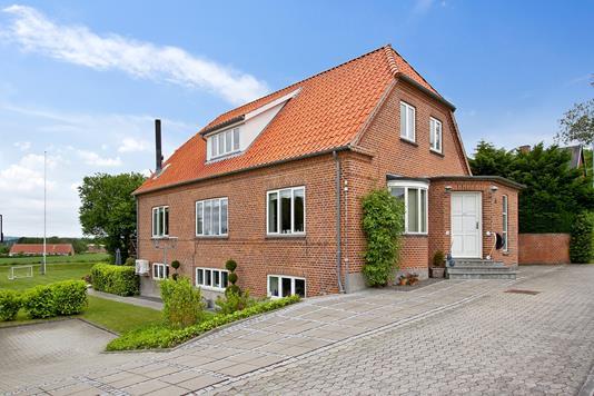 Villa på Gl Strandvej i Faxe - Set fra vejen