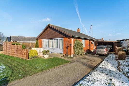Villa på Syrenvænget i Karise - Set fra vejen