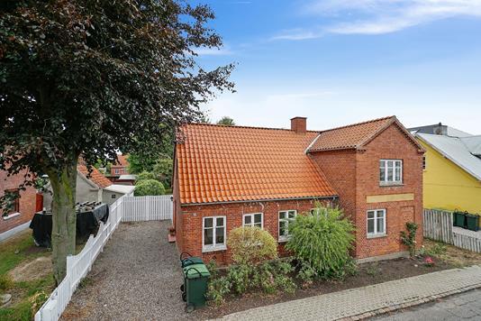 Villa på Klintevej i Faxe Ladeplads - Set fra vejen