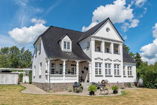 Villa på Niels Olsens Vej i Faxe - Set fra haven