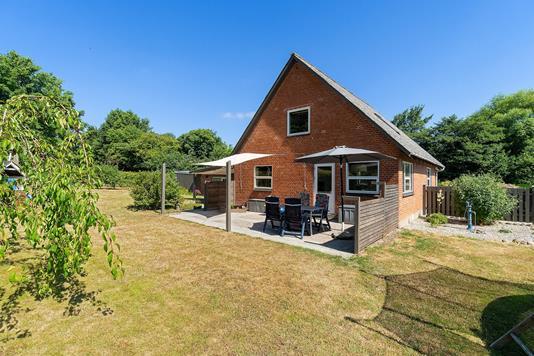 Villa på Præstøvej i Faxe - Set fra haven