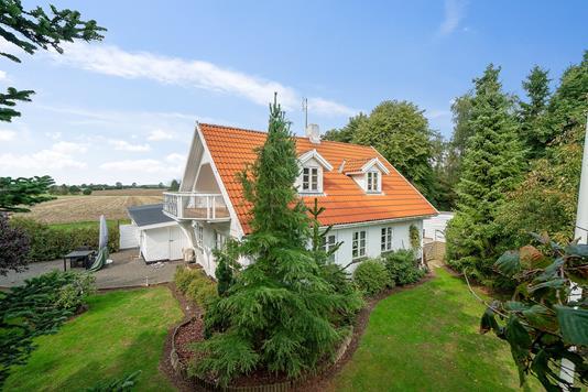 Villa på Præstemarksvej i Karise - Set fra haven
