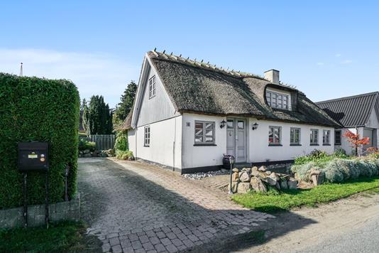 Villa på Viverupvej i Faxe - Set fra vejen