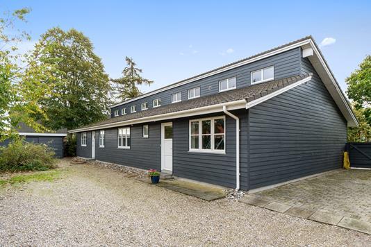 Villa på Skolegade i Karise - Set fra vejen