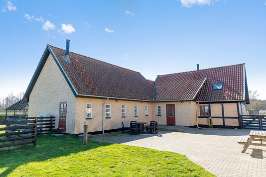 Villa på Østerskovvej i Karise - Set fra vejen