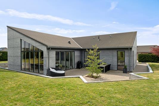 Villa på Brombærvej i Faxe Ladeplads - Set fra haven