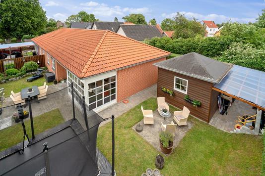 Villa på Skolegade i Karise - Set fra haven
