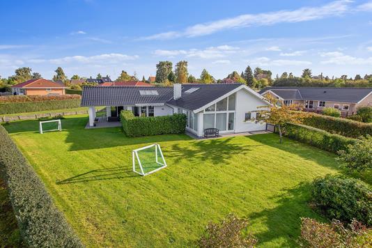 Villa på Månevænget i Faxe - Set fra haven