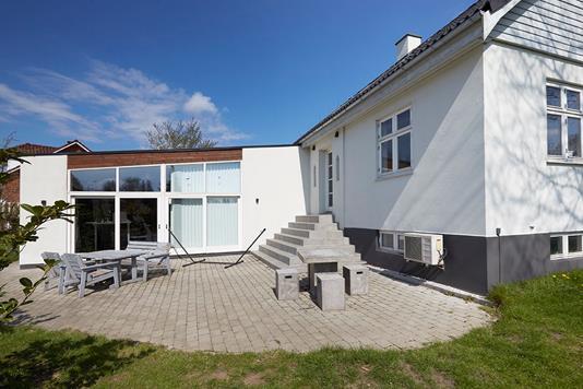 Villa på Klokkedybet i Herlev - Facade havesiden