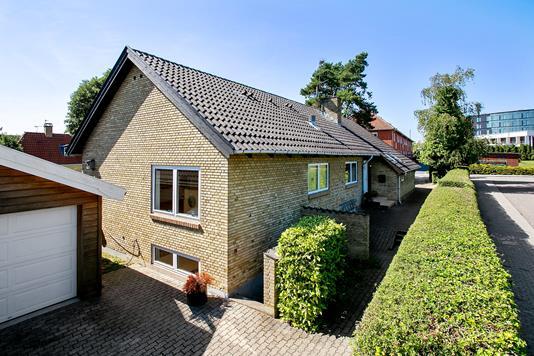 Villa på Tornerosevej i Herlev - Set fra vejen