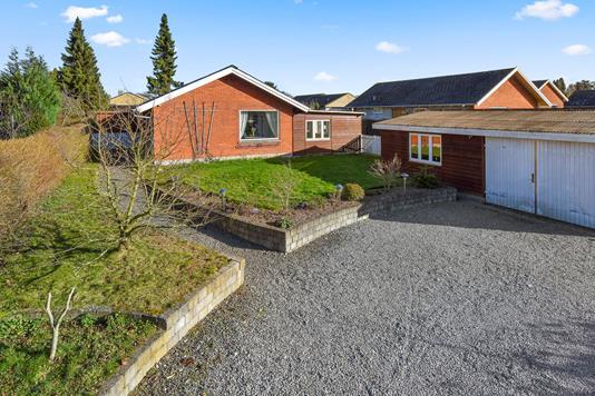 Villa på Kirkebjerg Allé i Brøndby - Ejendommen