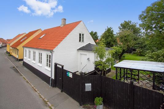 Villa på Kirkestræde i Nexø - Ejendommen