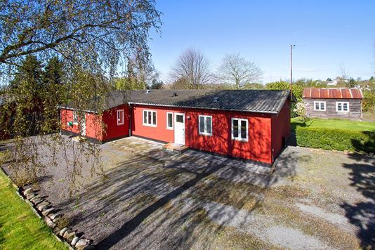 Villa på Hedegårdsvej i Aakirkeby - Set fra haven