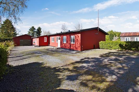 Villa på Hedegårdsvej i Aakirkeby - Set fra vejen