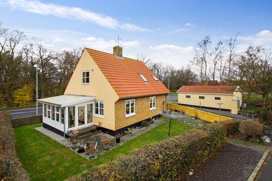 Villa på Sdr Landevej i Nexø - Set fra haven