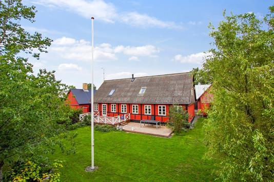 Villa på Rundløkkevejen i Aakirkeby - Set fra haven