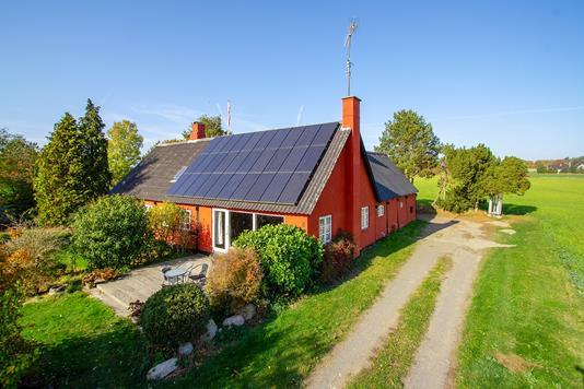 Villa på Hegnedevejen i Aakirkeby - Set fra vejen
