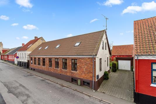 Villa på Møllevej i Aakirkeby - Set fra vejen