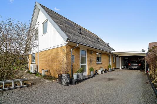 Villa på Nøddehaven i Nexø - Set fra haven