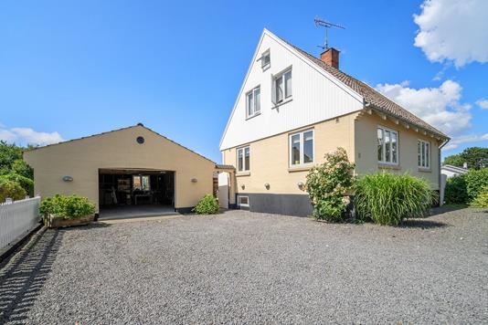 Villa på Boulevarden i Nexø - Set fra vejen