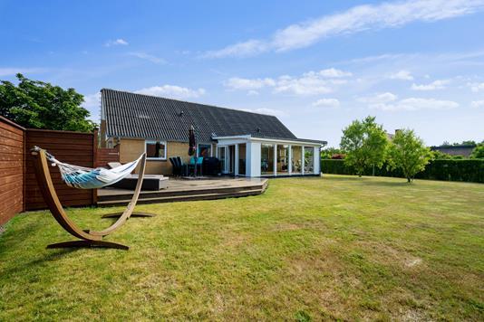 Villa på Æblehaven i Nexø - Set fra haven