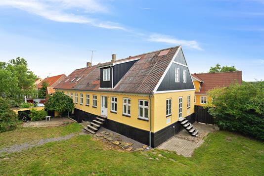 Rækkehus på Østergade i Aakirkeby - Set fra haven
