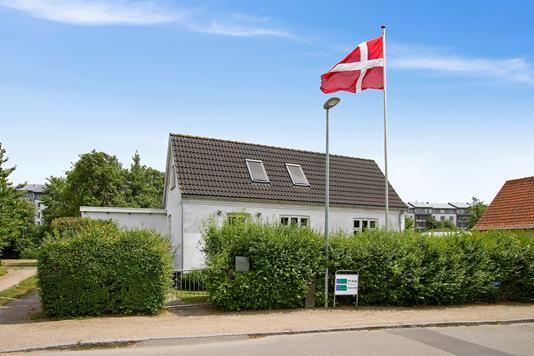 Villa på Østervang i Holbæk - Set fra vejen